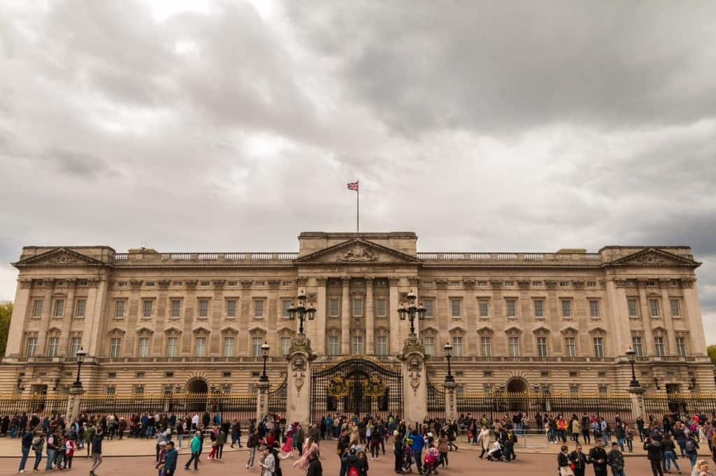 Buckingham palace things to do visit in london bookonboard