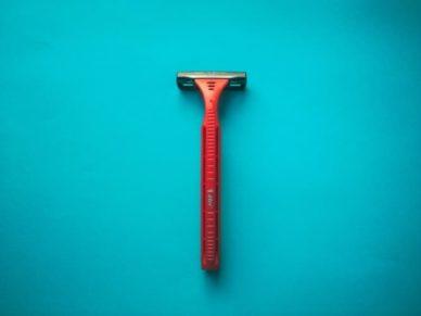 can you take razor on a plane